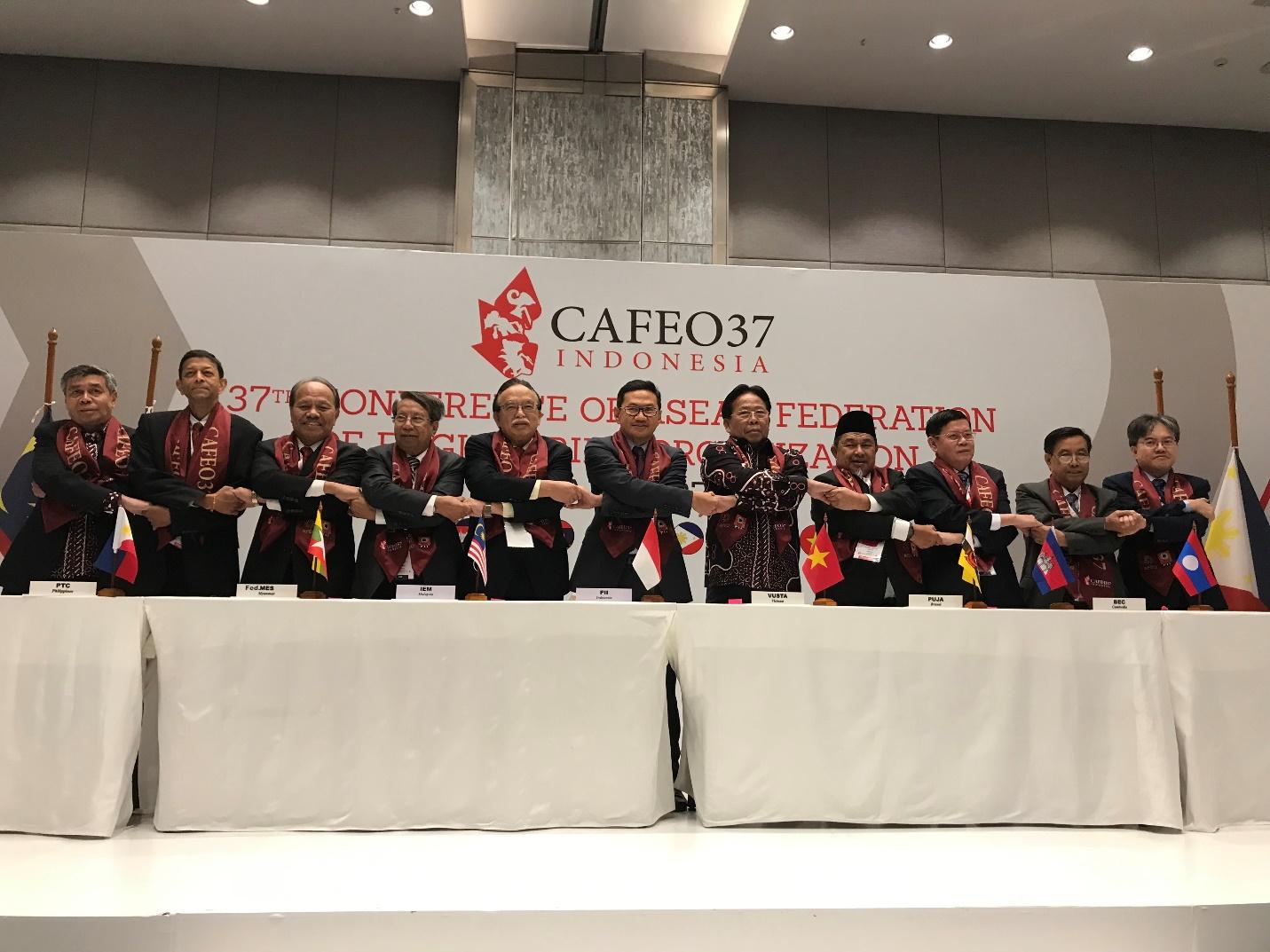 Vusta nhận cờ AFEO, chính thức đảm nhiệm vai trò Chủ tịch Liên đoàn Kỹ sư ASEAN năm 2010